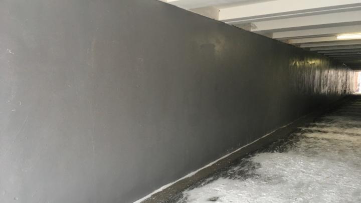 Рисунок в подземном переходе возле института искусств пришлось закрасить после выходки вандалов