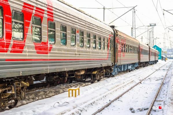 Машинист поезда применил экстренное торможение, но избежать наезда не удалось