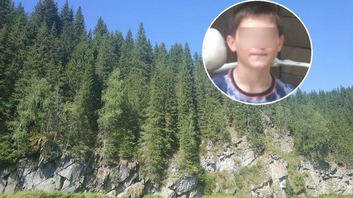 «Нашелся, жив и здоров!» В Прикамье охотник спас потерявшегося в лесу мальчика