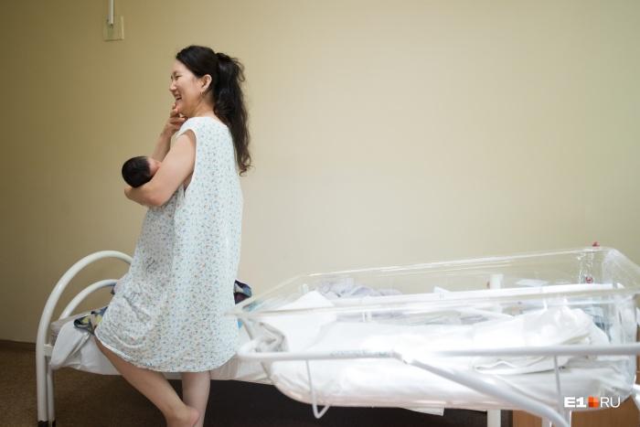 Сейчас в роддоме находятся 57 пациенток. Из них 41 уже в послеродовом отделении вместе с малышами
