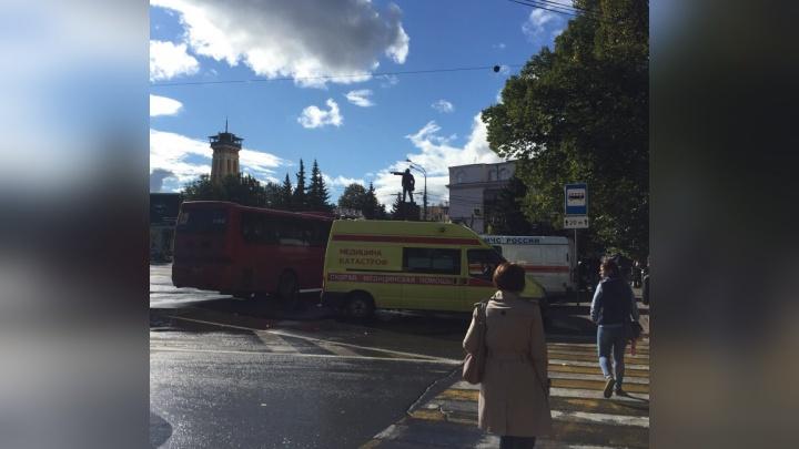 В Ярославль привезли пострадавших под Анапой туристов: людей встречают МЧС и медицина катастроф