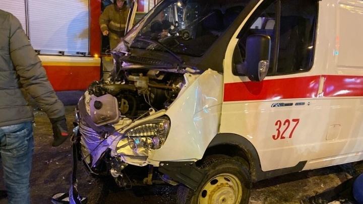Сотрудник скорой выпал из машины под колеса: подробности ДТП с медиками на Широтной