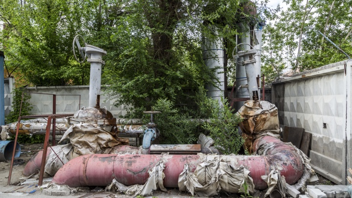 В Волгограде прокуратура заставила «Концессии теплоснабжения» обмотать трубы Кировского района