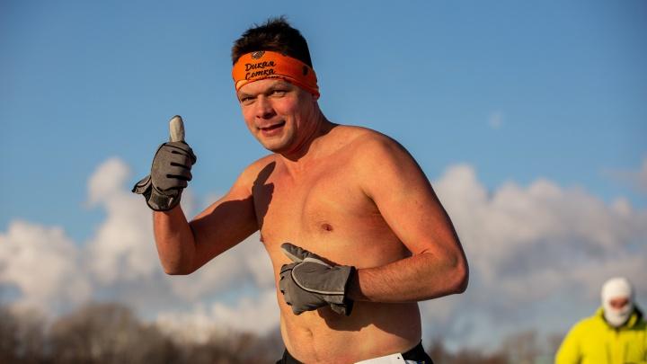 Новосибирцы устроили забег в –25. Смотрим на самых замёрзших и бесстрашных спортсменов