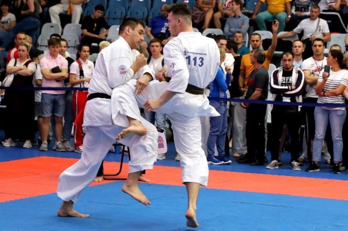 Бой Игоря Загайнова (справа) и Василия Самодурова