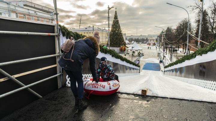 Новогоднее настроение без снега: 10 снимков с фестиваля «Горьковская Ёлка 2020» на площади Минина