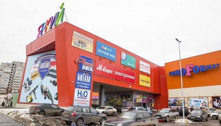 «Сделали из сына Чикатило»: мать ярославца, убившего парня у торгового центра, затравили по телефону