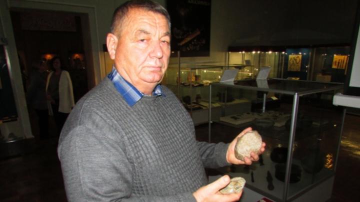 «Я человек каменного века и горжусь этим»: палеонтолог отдал музею оружие неандертальцев Волгограда