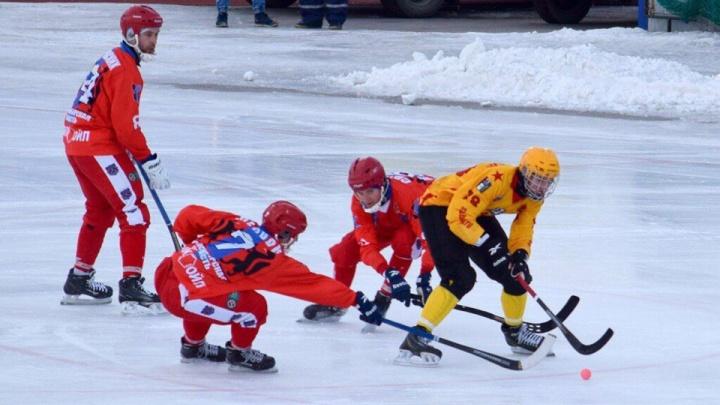 Хоккей с мячом: ХК «Сибсельмаш» проиграл команде «СКА-Нефтяник»