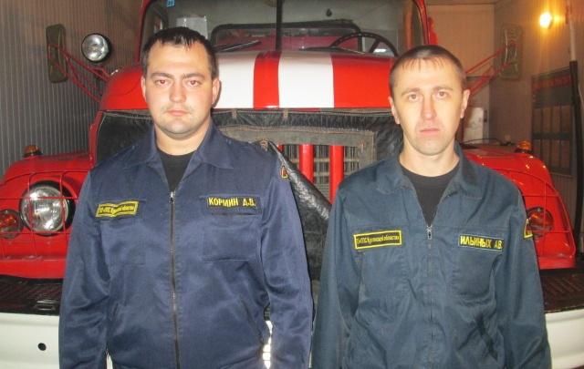 Стасатели вытащили  75-летнего жителя Мокроусово из горящей кухни через окно