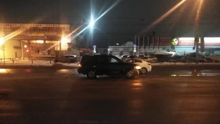 Седан врезался во внедорожник при развороте на улице Станционной