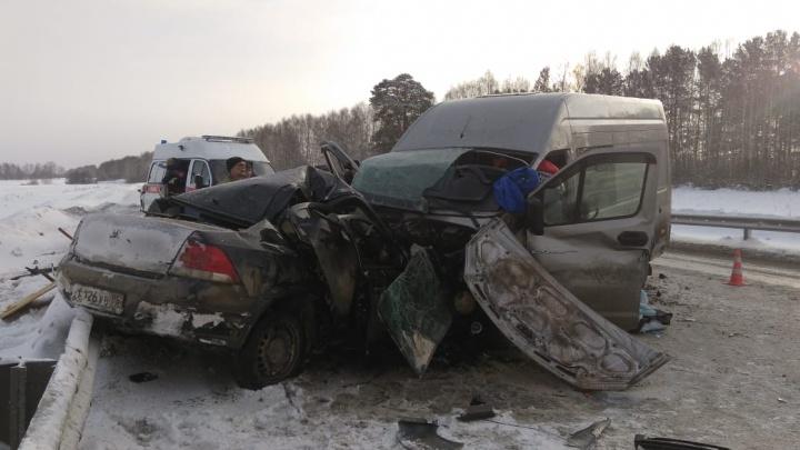 Около поста ДПС на повороте на Дружинино Opel столкнулся с «газелью», есть погибшие