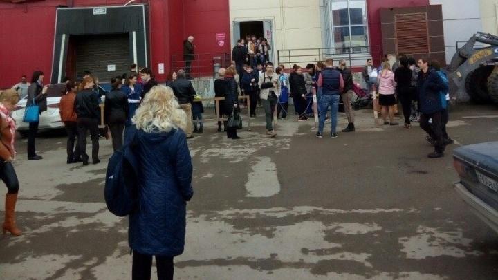 В Самаре экстренно эвакуировали посетителей из торгового центра «Вива Лэнд»