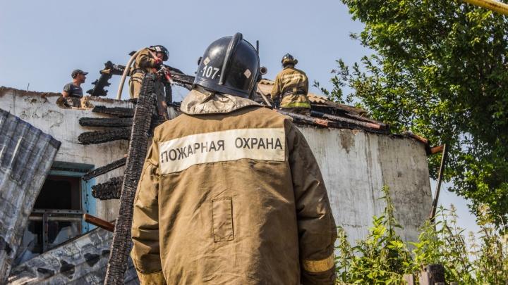 «Мать рвалась в горящий дом»: очевидцы рассказали подробности пожара, в котором погибли трое детей