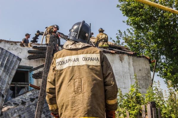 После тушения возгорания пожарные обнаружили тела трёх детей