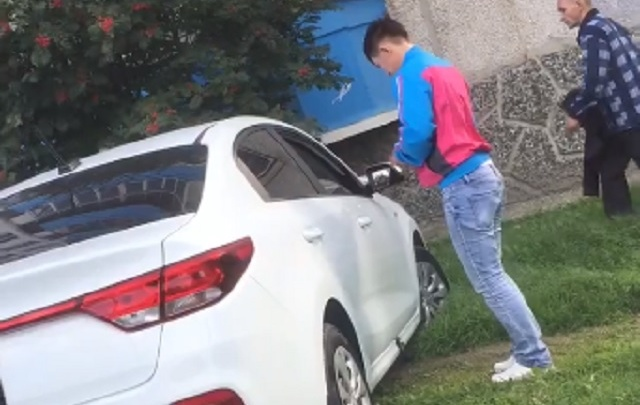 Врезался в иномарку, уехал и бросил разбитую KIA: тюменцы сообщили в ГИБДД о неадекватном водителе