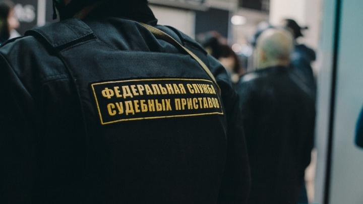 Тюменский алиментщик побоялся остаться в России без Infinity, поэтому отдал детям квартиру и деньги