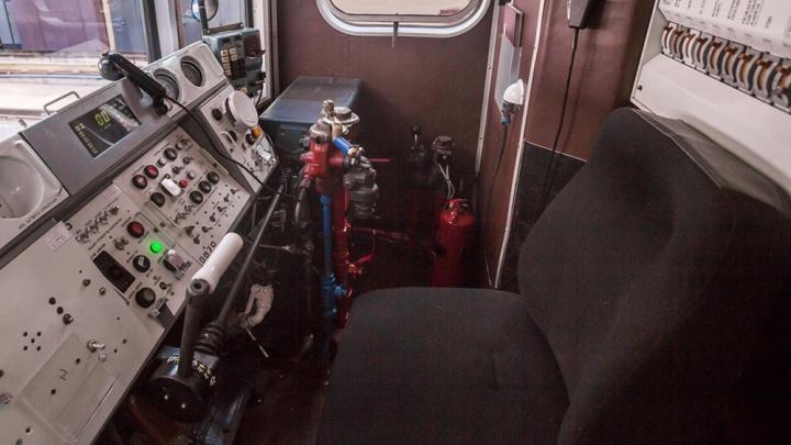 Всё ради селфи: подростки забрались в кабину поезда метро и попались полицейским