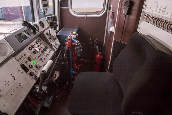Подростки сумели открыть дверь в хвостовой части поезда