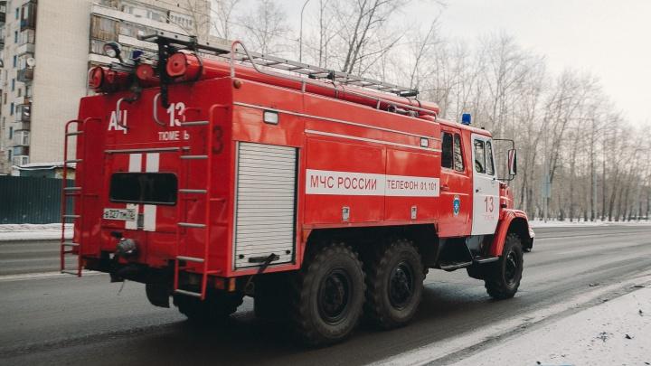 «Ехала и загорелась»: на трассе Екатеринбург — Тюмень вспыхнула иномарка