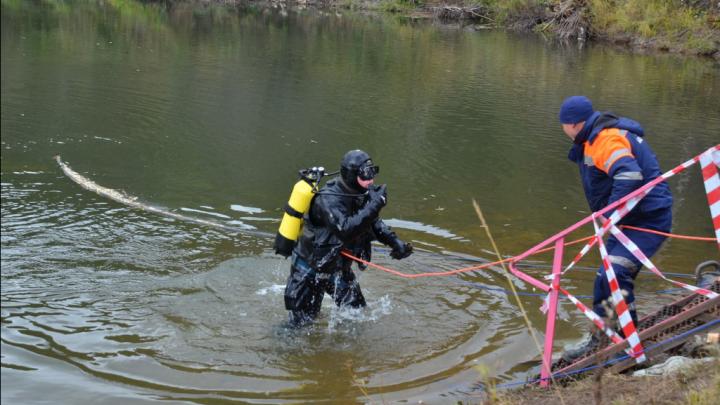 Водолазы обследуют береговую линию реки Уфы: на катере пропал мужчина