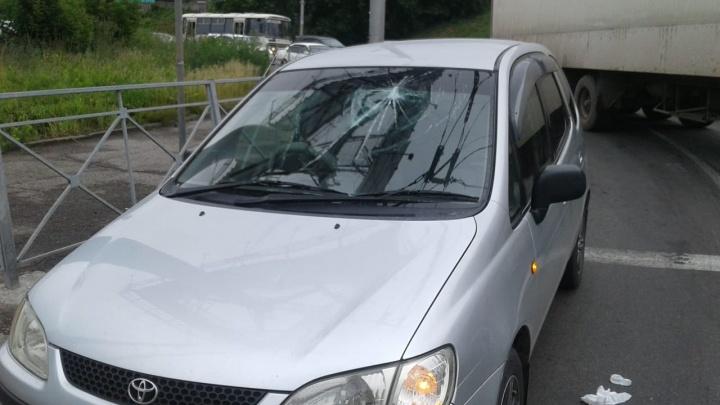 Отвалившийся токоприёмник троллейбуса разбил стекло «Тойоте» на Большевистской