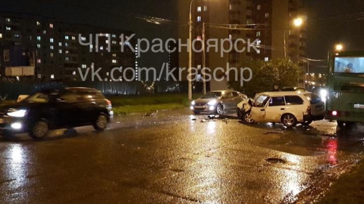 Пьяный за рулем «Тойоты» устроил жуткую аварию с пострадавшим на мокрой дороге