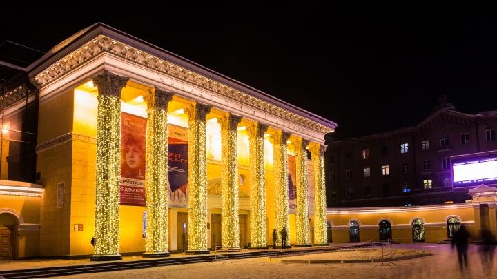 Кинотеатр «Победа» начал светиться — скоро здесь откроют снежный городок и каток