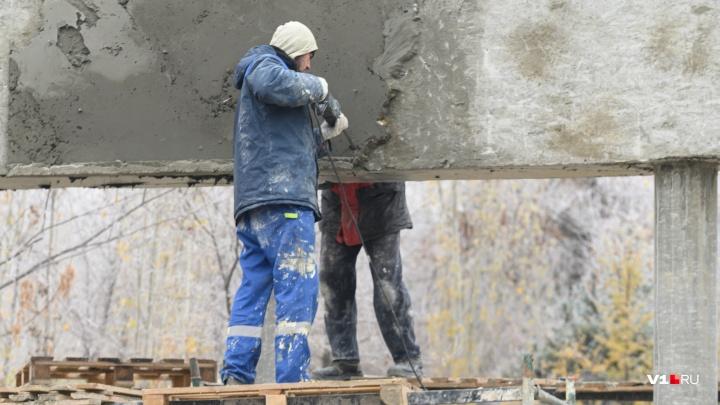 В Волгограде рабочие бетонируют парк Гагарина при -2 °С