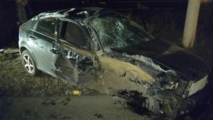 Вырвало колесо: в Жигулевске пьяный водитель «Шевроле» снёс столб
