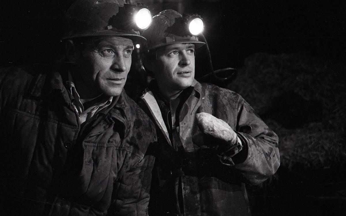 На фото тех лет метростроевцы выглядят очень картинно. На самом деле условия работы были адские
