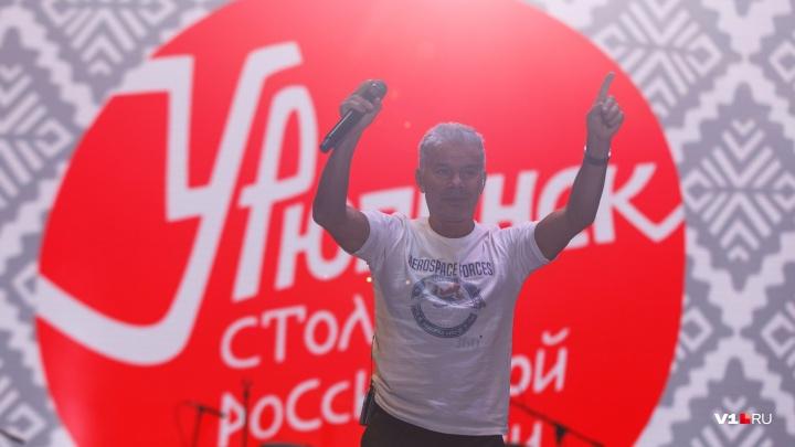 «Увожу ясные дни»: популярные артисты захотели остаться в Урюпинске