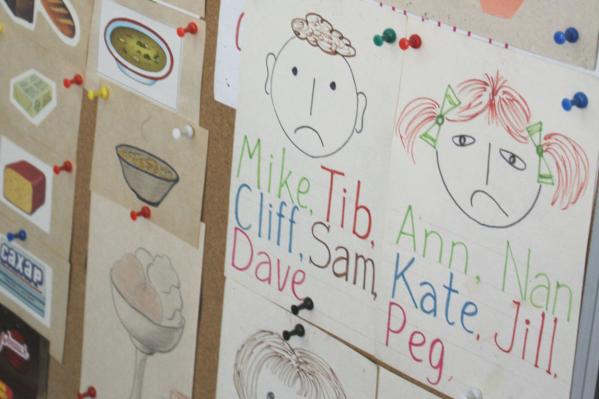 Малышам интерес к языку прививают игрушками и рисунками
