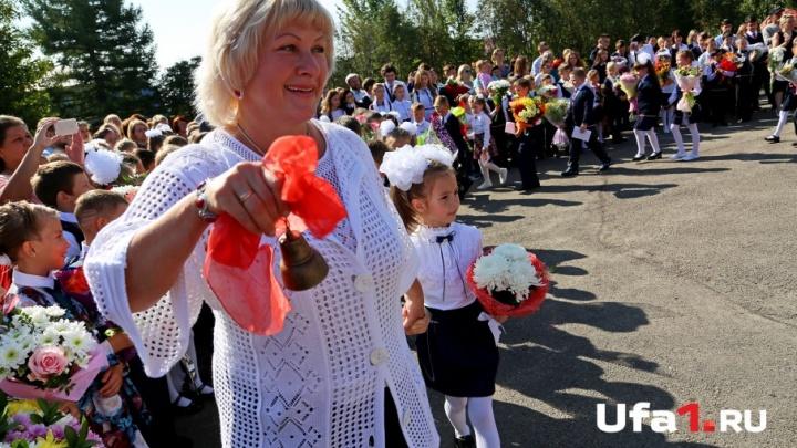 Банты больше головы и огромные букеты: уфимские первоклашки переступили порог школы