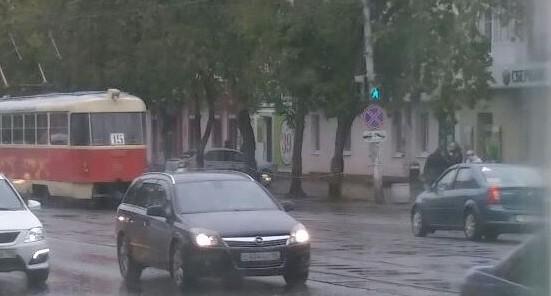 Полицейские оцепили отделение Сбербанка на 8 Марта