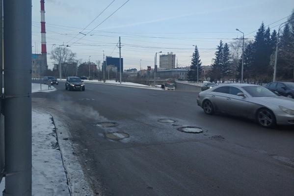 Крайняя правая полоса на съезде с Копыловского моста будет закрыта для движения