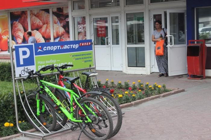 Наличие велопарковки стало у предпринимателей хорошим тоном. Фото Стаса Соколова