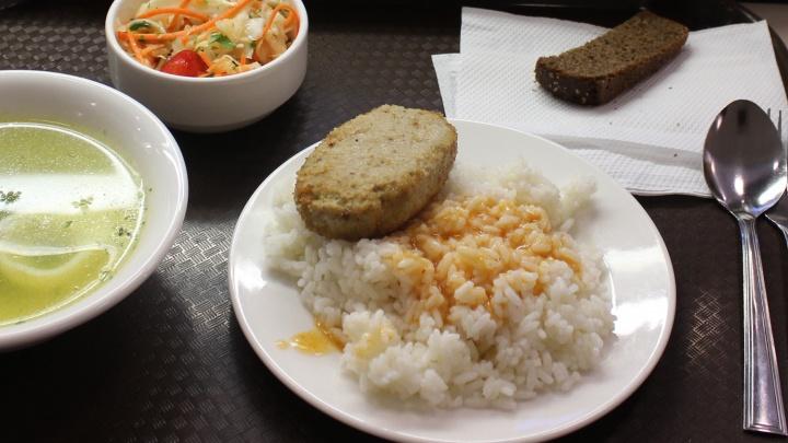 Проверка школьных обедов: некачественных продуктов почти половина