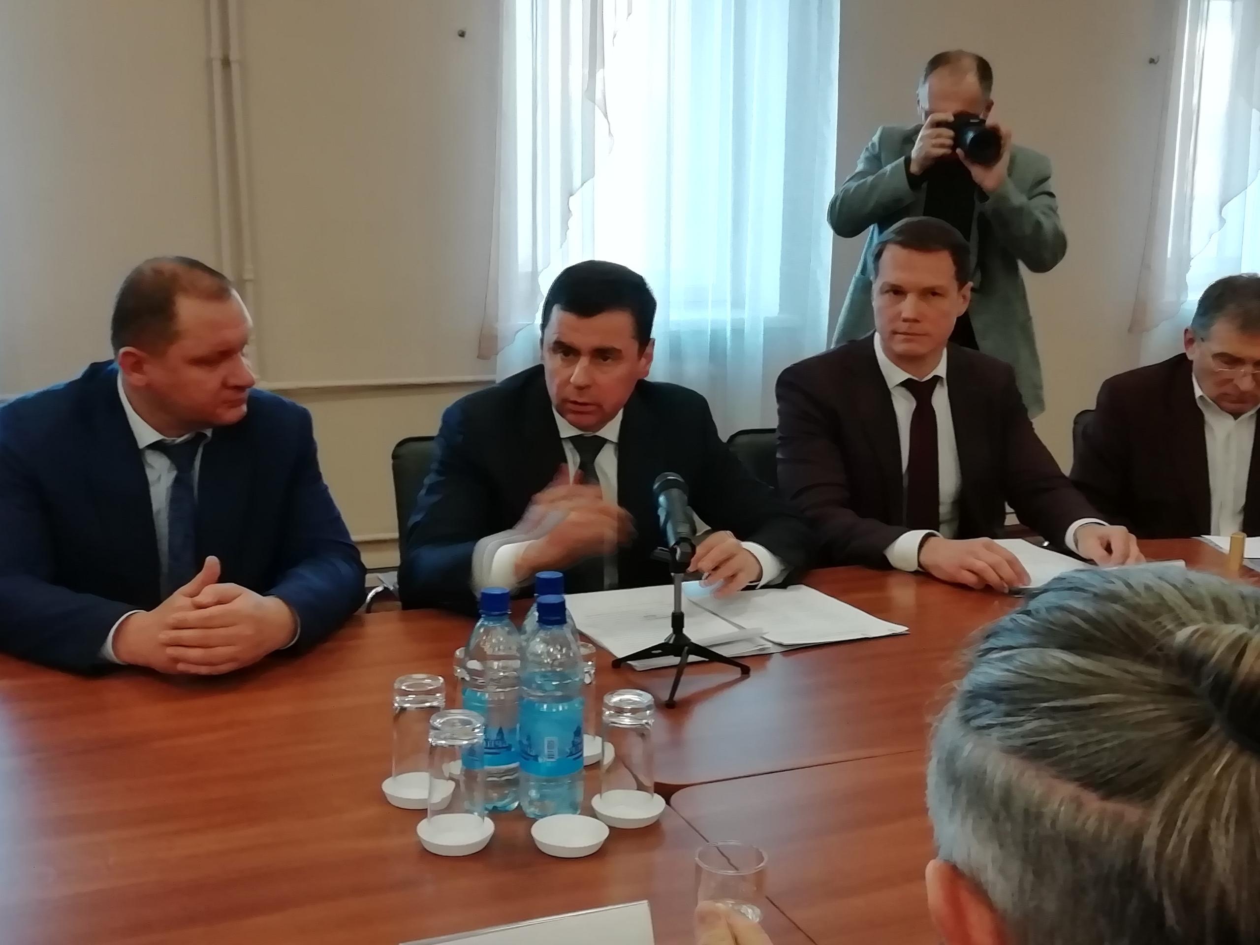 На круглый стол приехал Дмитрий Миронов