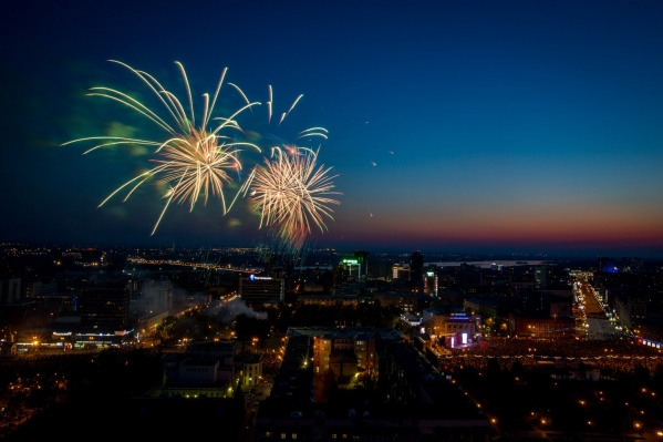 Праздничный салют 9 мая в Новосибирске