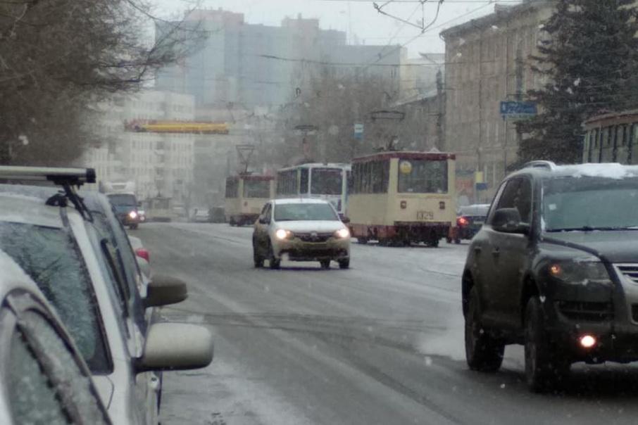 Трамваи встали в обе стороны