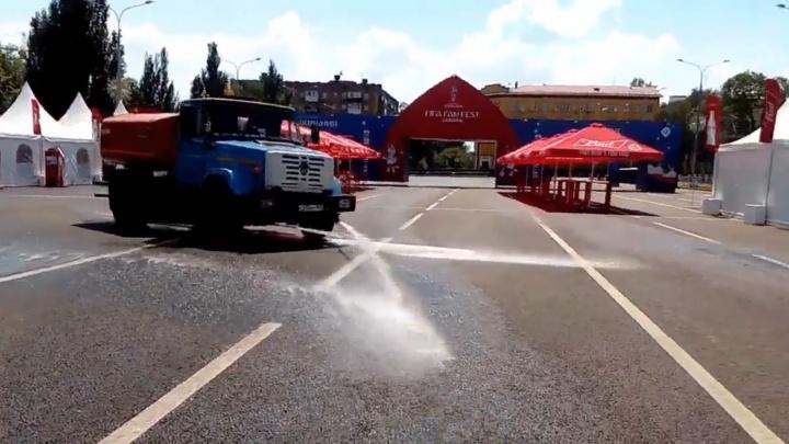 Помыли перед матчем: площадь Куйбышева подготовили к приходу болельщиков