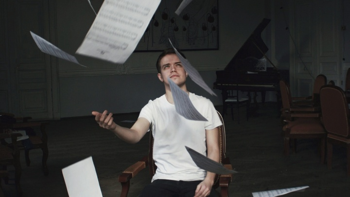 «Очень люблю этот город»: молодой пианист вернется в родной Архангельск, чтобы сыграть в темноте