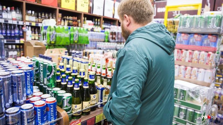 Ярославец порвал одежду на покупателе в продуктовом. Но судить его будут за другое