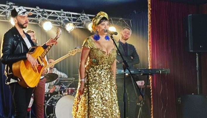 «Музыка сумасшедшая!»: Ирина Пегова спела, да так, что поклонники назвали ее голос шикарным