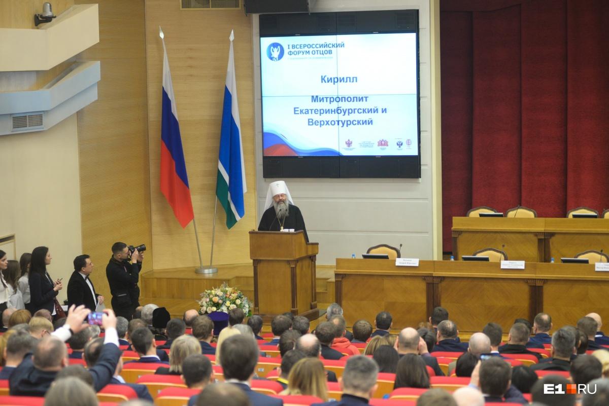 Владыка Кирилл напомнил, что обращаться друг к другу по имени-отчеству— хорошая традиция с сакральным смыслом