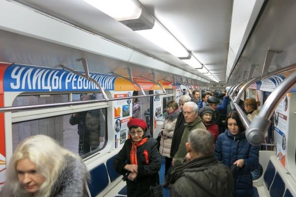 Анатолий Локоть побывал на открытии вагона-музея