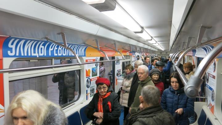 В метро запустили поезд революции
