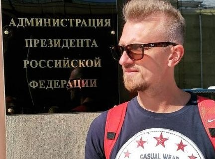 Высмеявший зарплаты депутатов журналист Смол уехал в Москву делать программу о коррупции