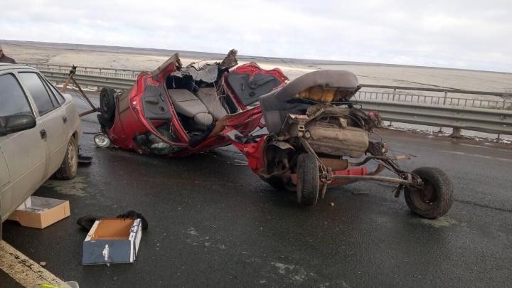 «Матиз» вывернуло наизнанку: на трассе под Самарой столкнулись три машины